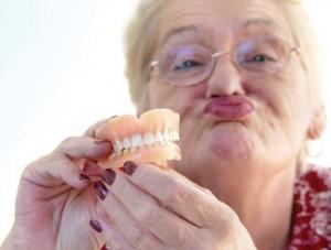 Что нужно знать о хранении зубных протезов